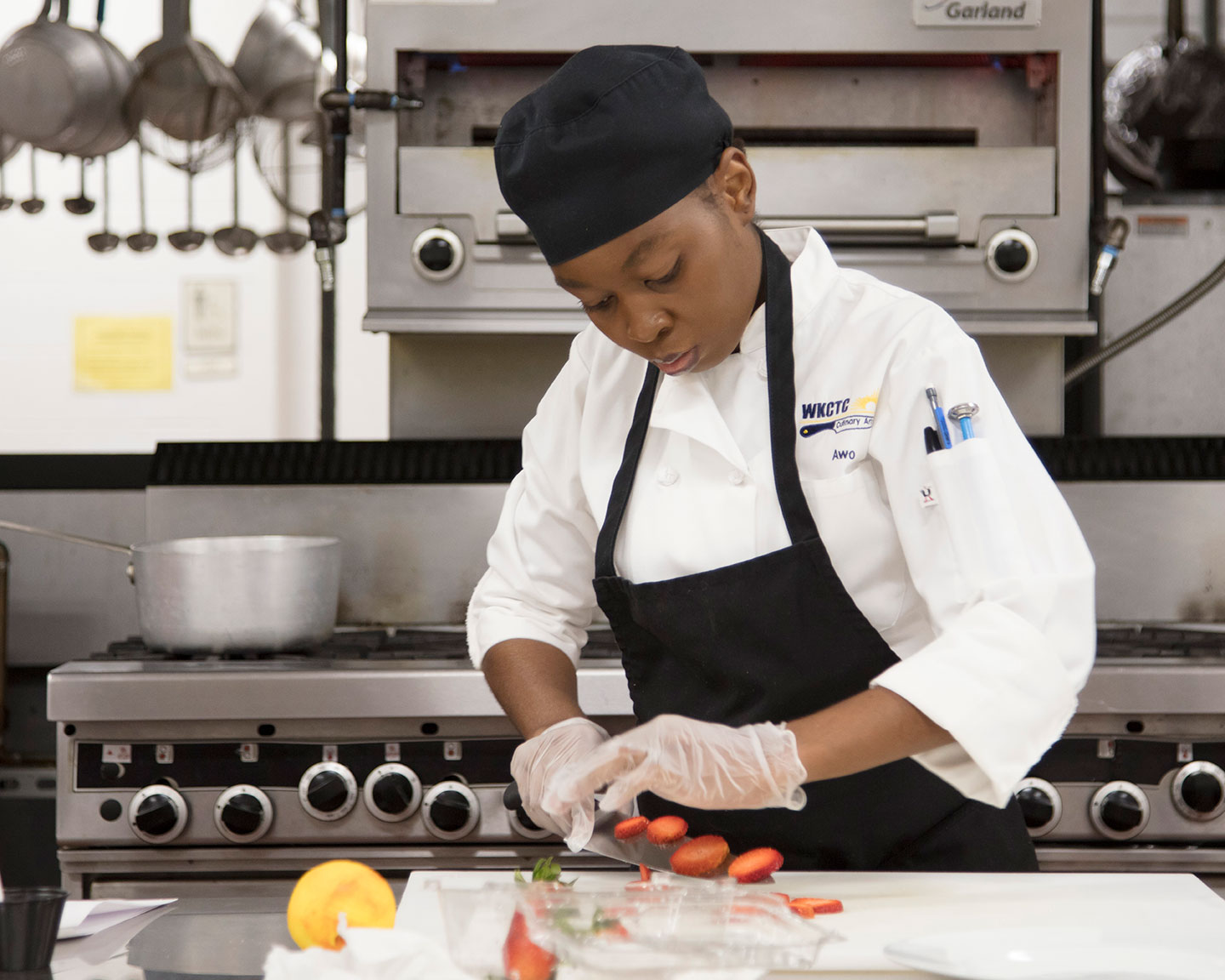 culinary student chopping vegetables